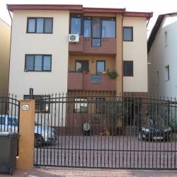 Vand apartament in vila