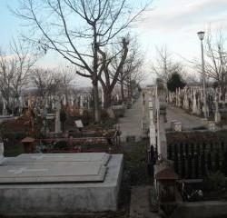 Vand loc de veci in cimitirul Metalurgiei din Bucuresti . 5000 lei , telefon 0762298115 vand_groapa@yahoo.com